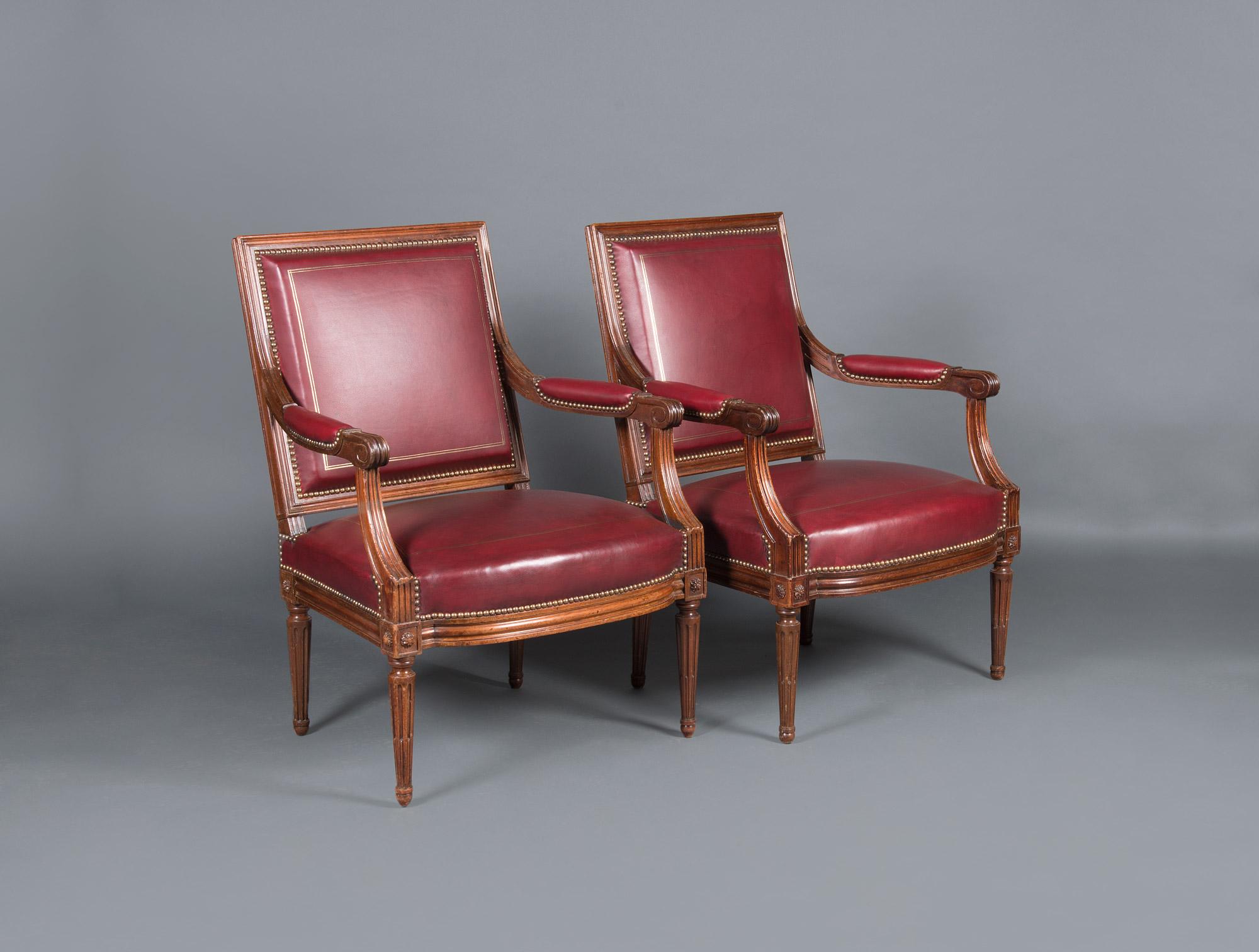 fauteuils en cuir vieux rouge soubrier louer si ges fauteuil xviiie. Black Bedroom Furniture Sets. Home Design Ideas