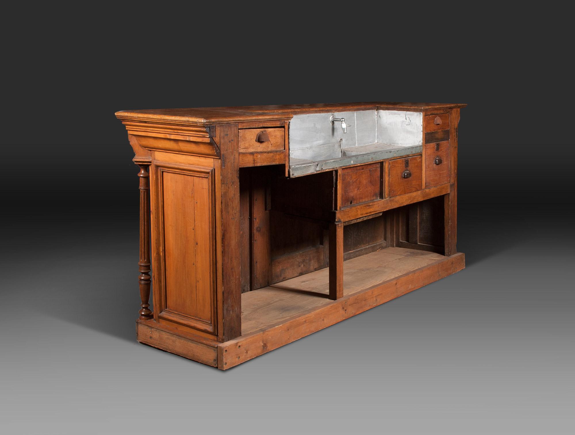 etag re d 39 arri re de bar soubrier louer rangements. Black Bedroom Furniture Sets. Home Design Ideas
