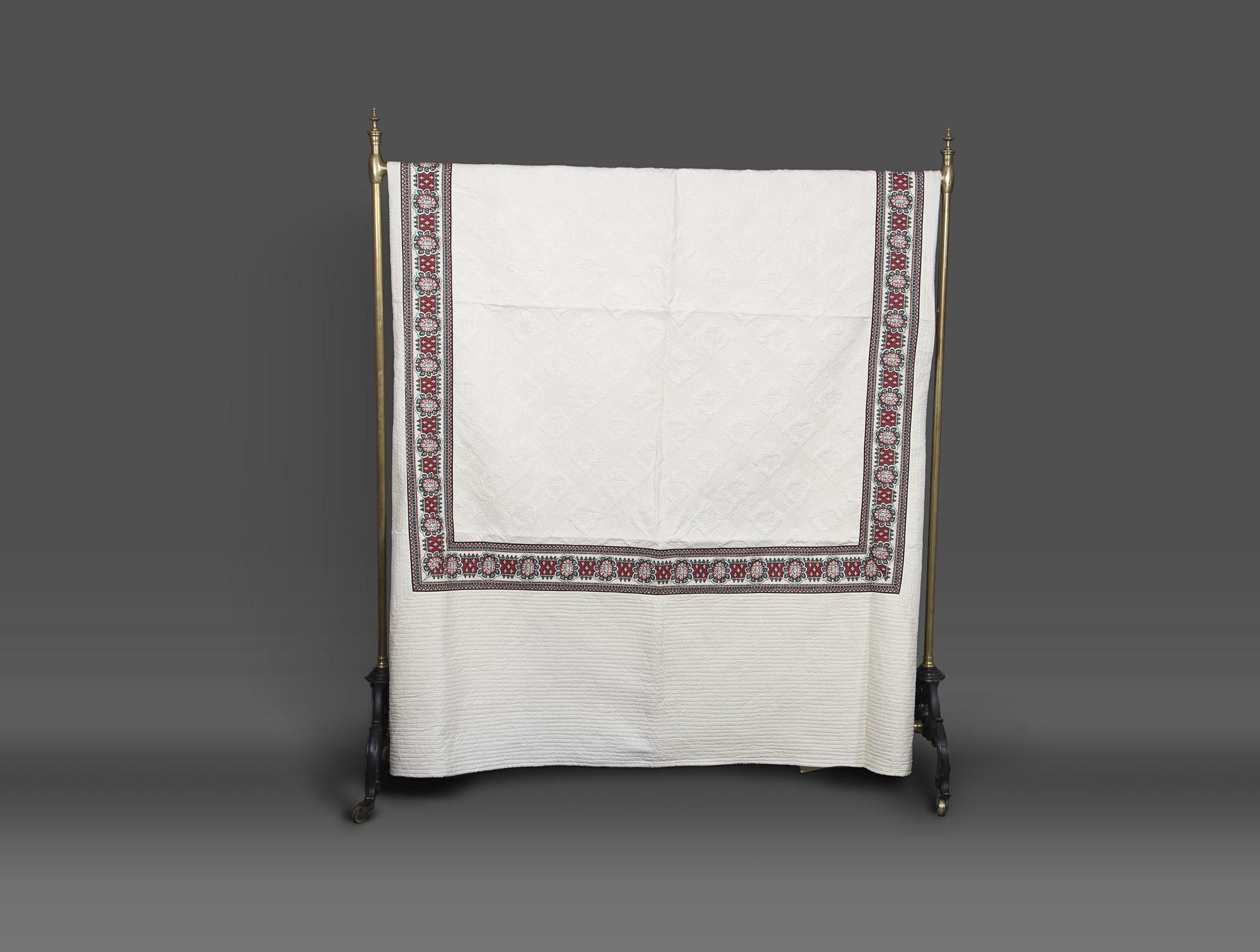 dessus de lit en boutis soubrier louer tissus dessus de lit xxe. Black Bedroom Furniture Sets. Home Design Ideas