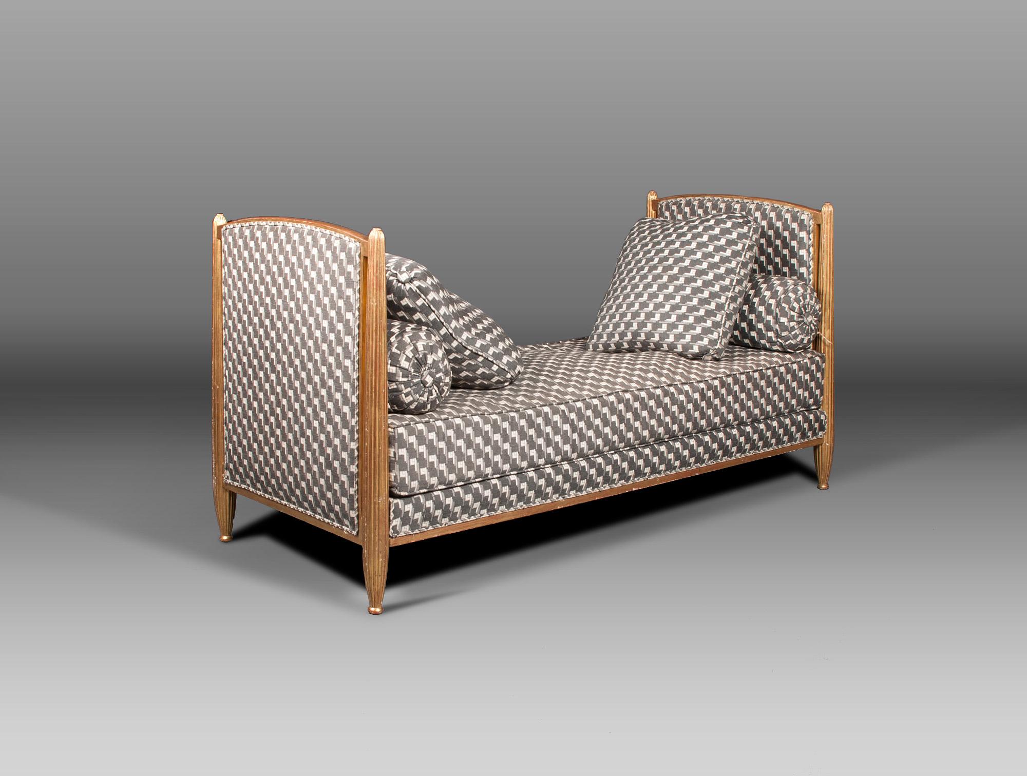 canap art d co soubrier louer si ges canap art d co. Black Bedroom Furniture Sets. Home Design Ideas