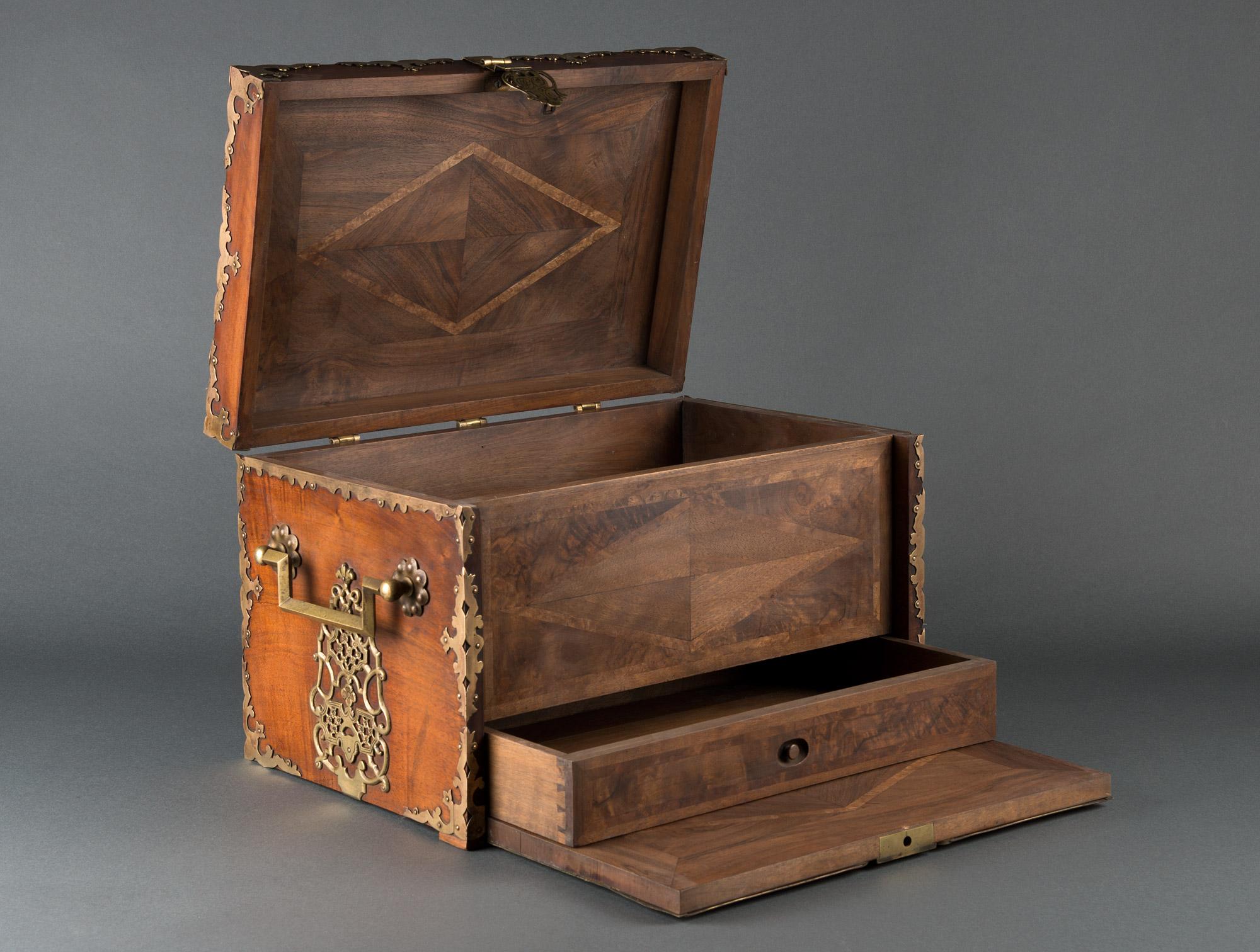 petit coffre en bois soubrier louer accessoires coffret xviiie. Black Bedroom Furniture Sets. Home Design Ideas