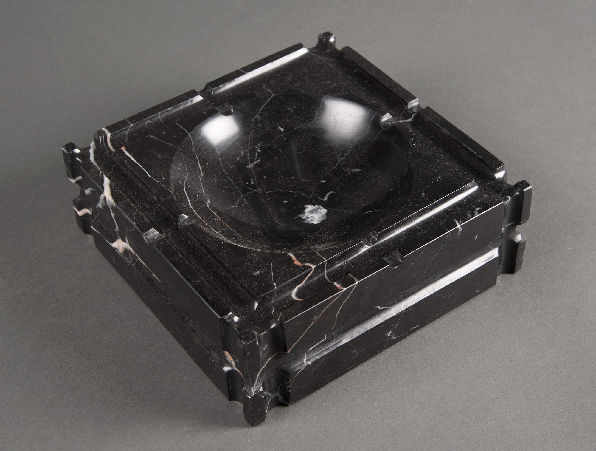 cendrier en marbre noir soubrier louer accessoires acc de bureau contemporain. Black Bedroom Furniture Sets. Home Design Ideas