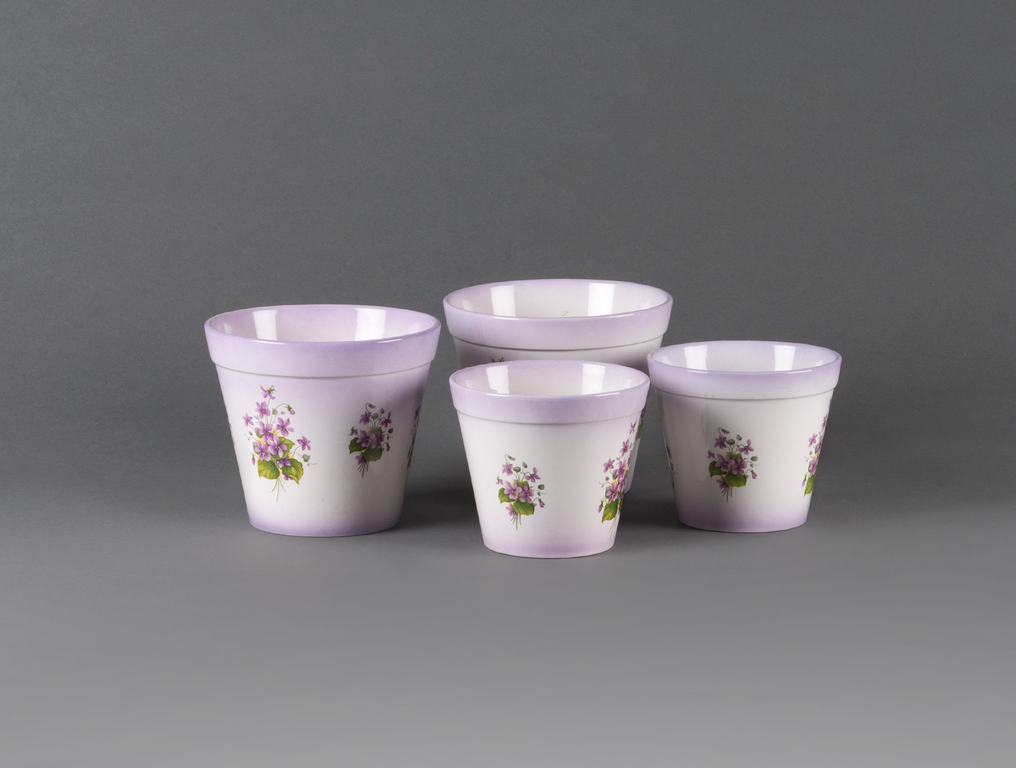4 cache-pots violet à fleurs Soubrier - Louer Objets déco Cache ...