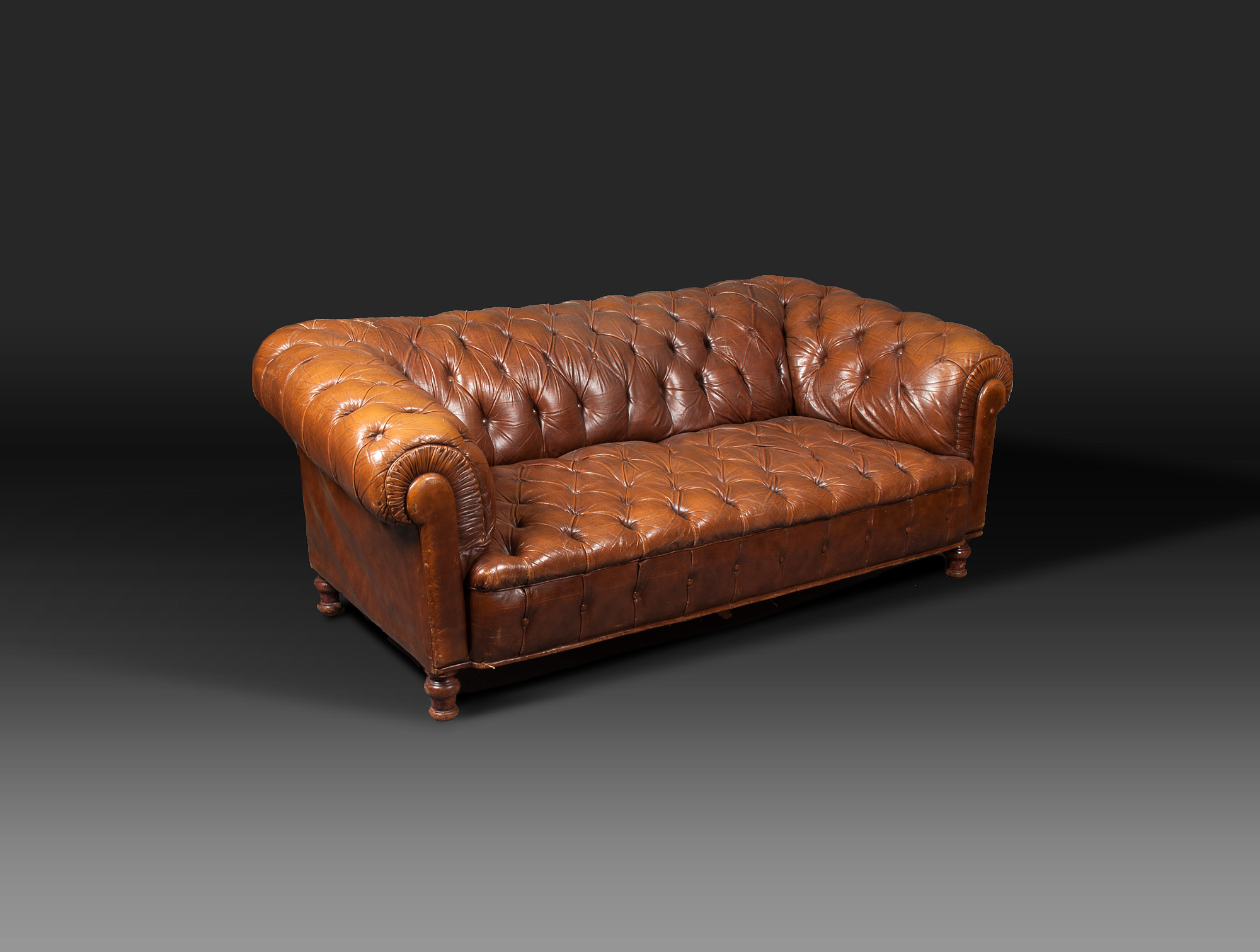 Salon chesterfield en cuir roux soubrier louer si ges - Salon chesterfield cuir ...