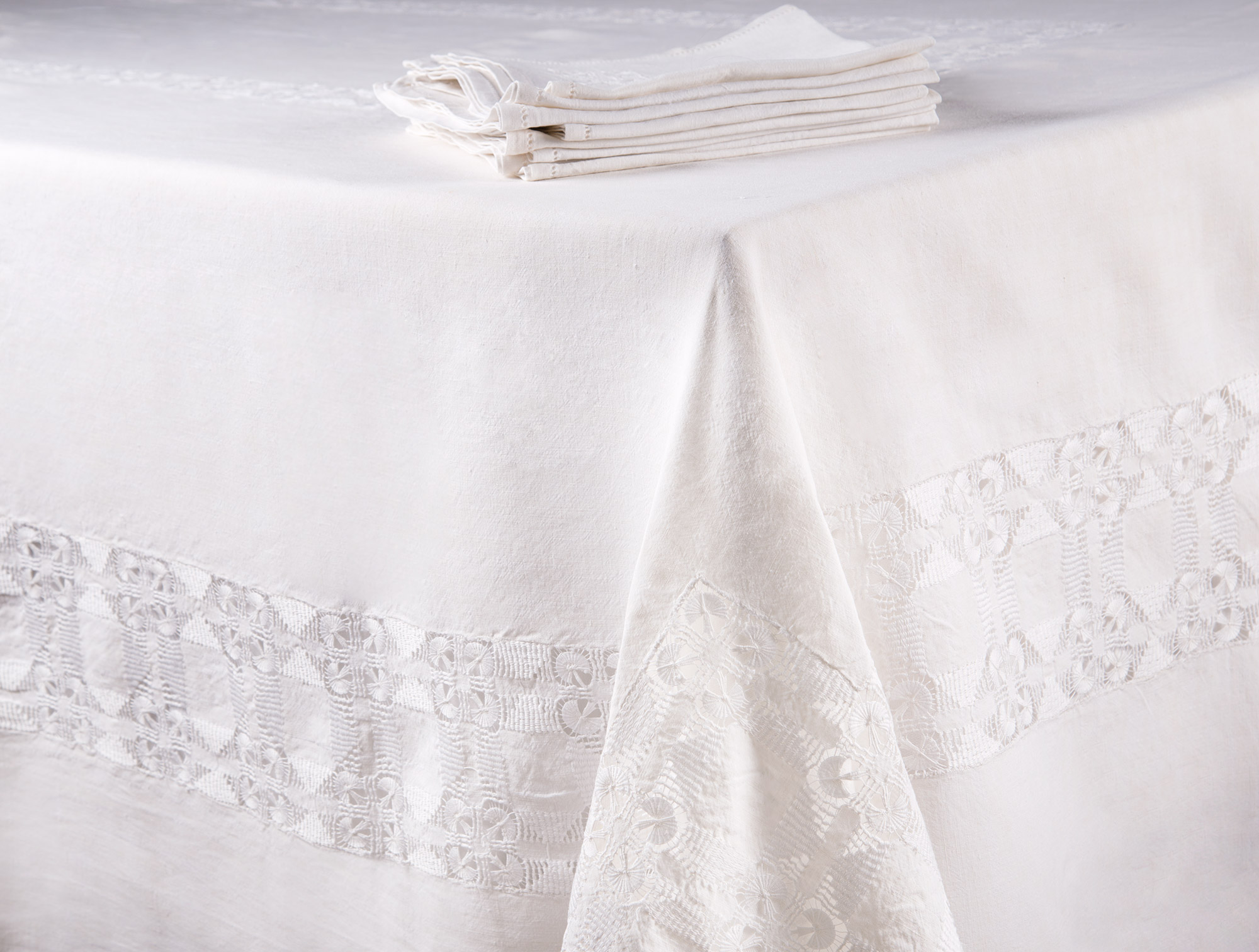 Beige Linen And Lace Tablecloth Soubrier Rent Tissues