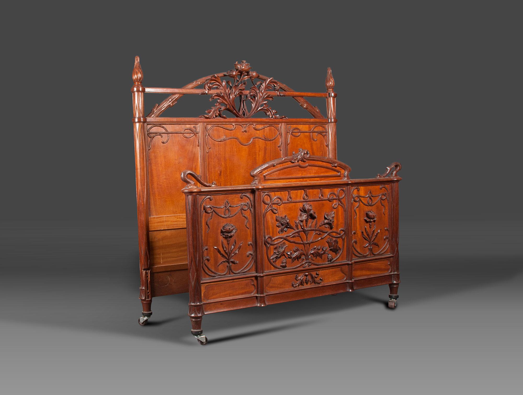 Grand lit 1900 soubrier louer mobiliers lit xixe for Lit grand lit