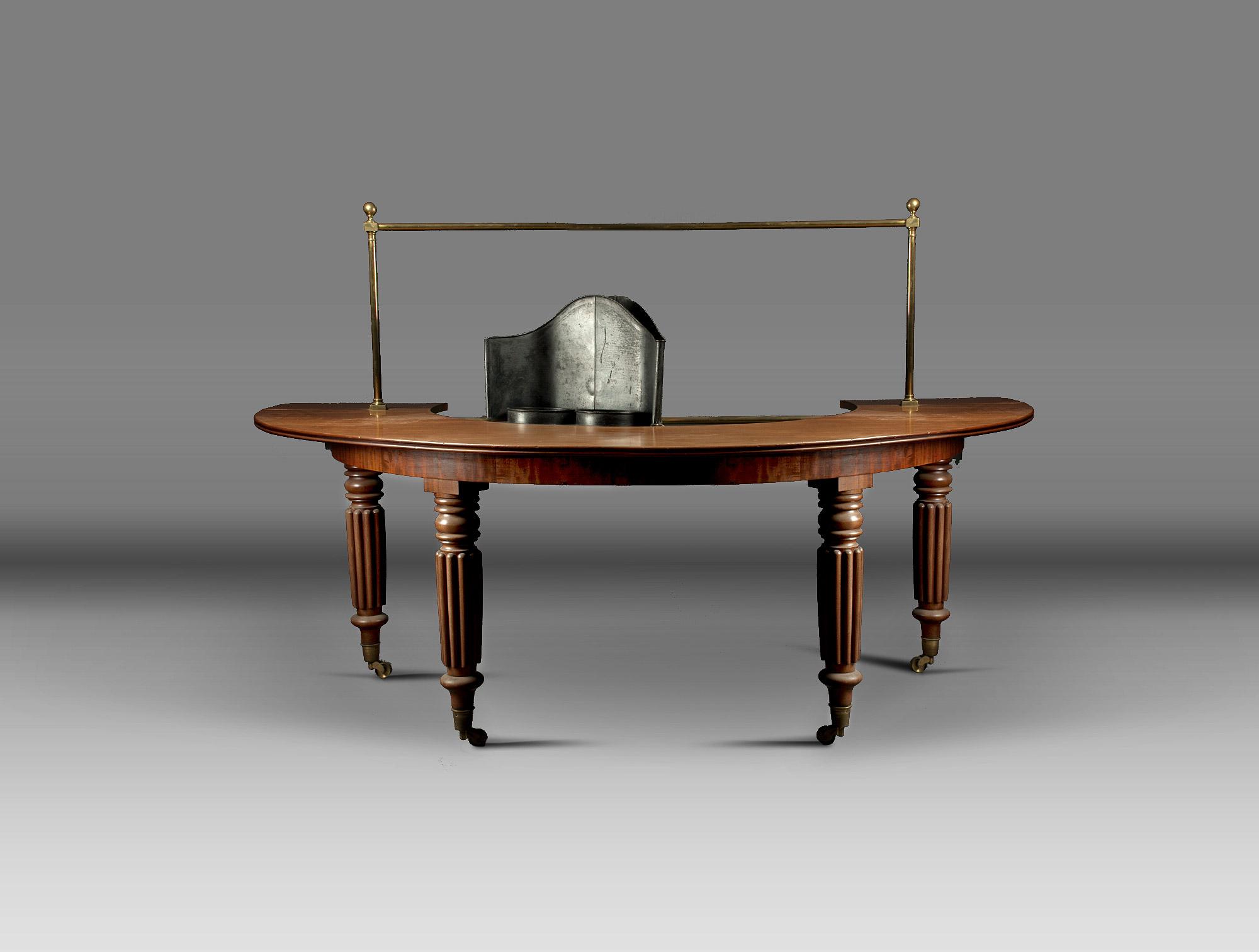 table demi lune anglaise soubrier louer tables bureaux table xixe. Black Bedroom Furniture Sets. Home Design Ideas