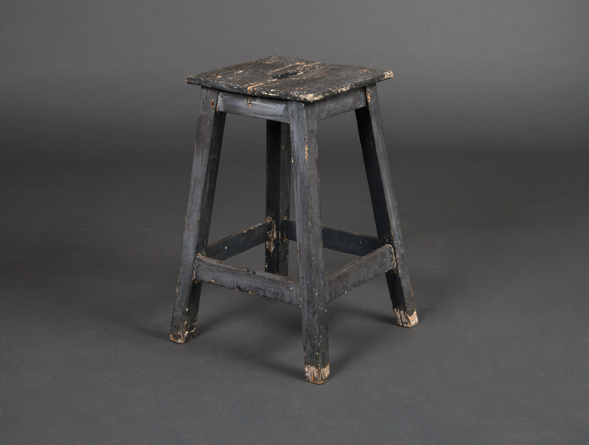 petit tabouret en bois soubrier louer si ges tabouret xxe. Black Bedroom Furniture Sets. Home Design Ideas