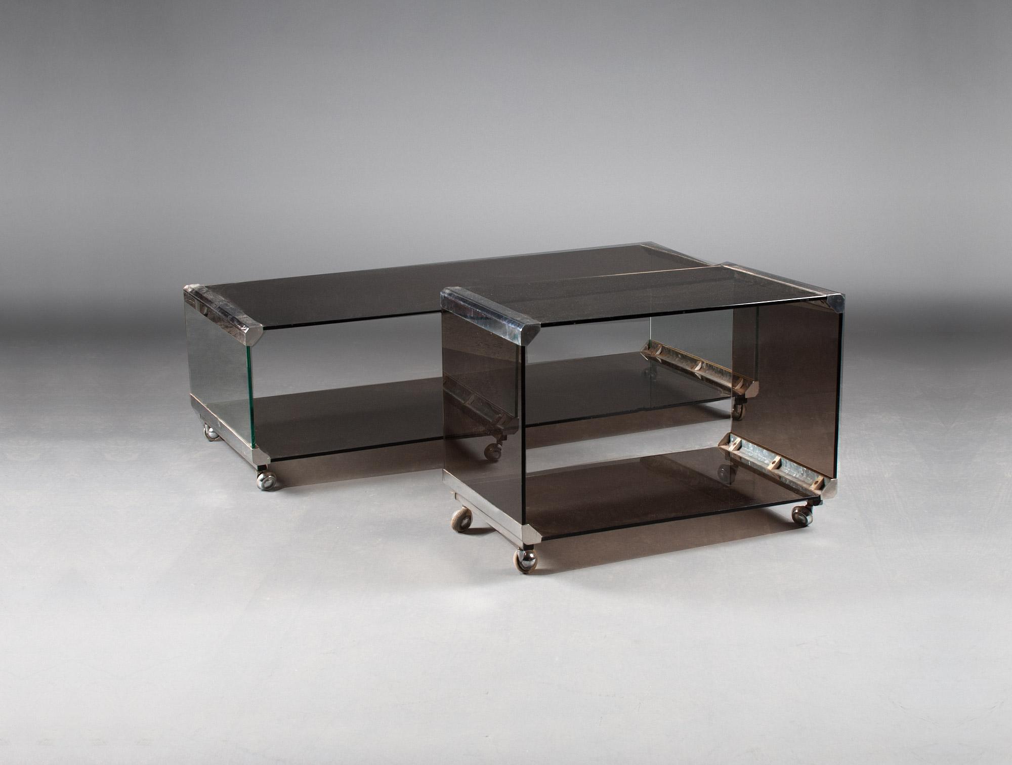 petite table basse roulante soubrier louer tables bureaux table basse xxe. Black Bedroom Furniture Sets. Home Design Ideas