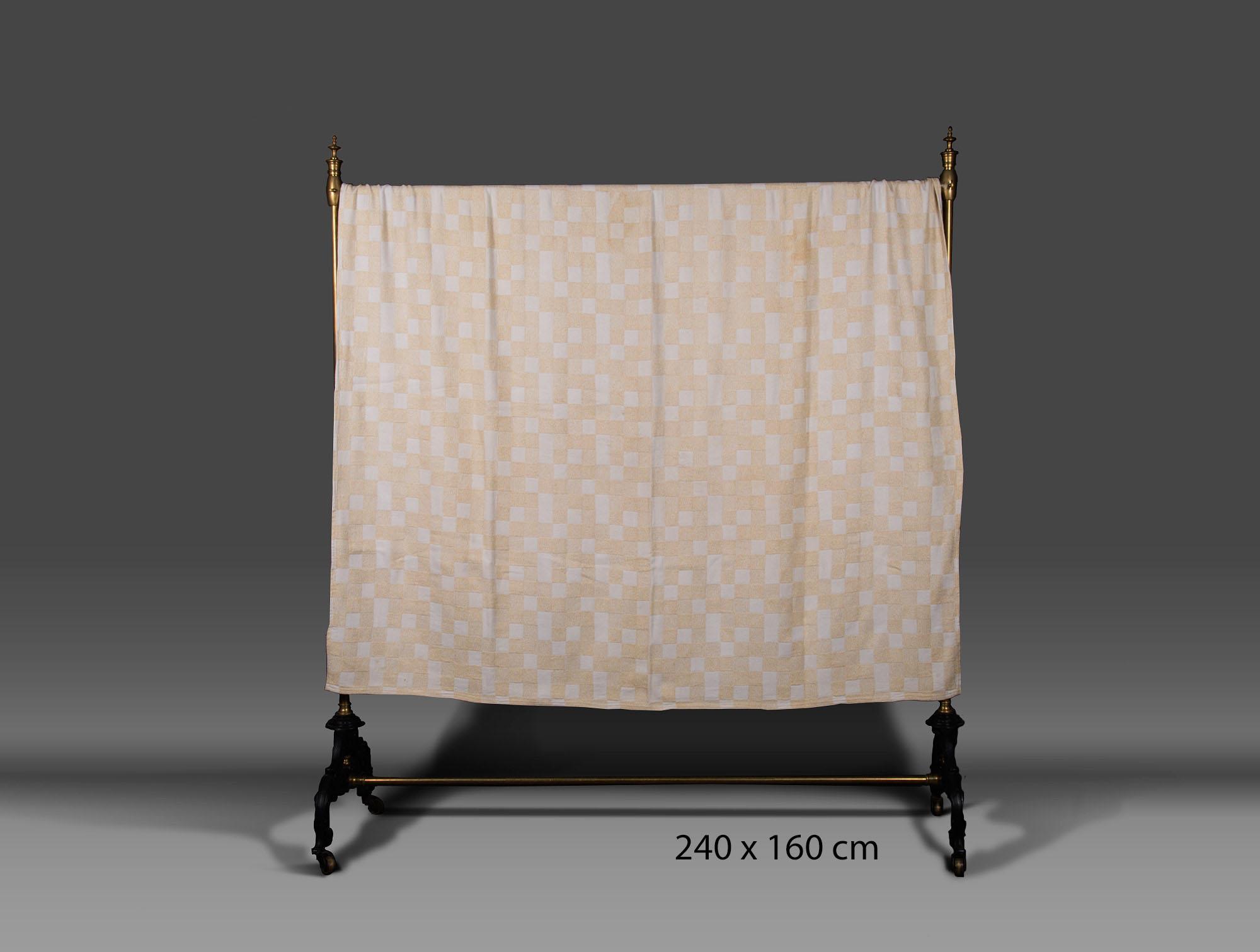 dessus de lit carreaux beige soubrier louer tissus dessus de lit xxe. Black Bedroom Furniture Sets. Home Design Ideas