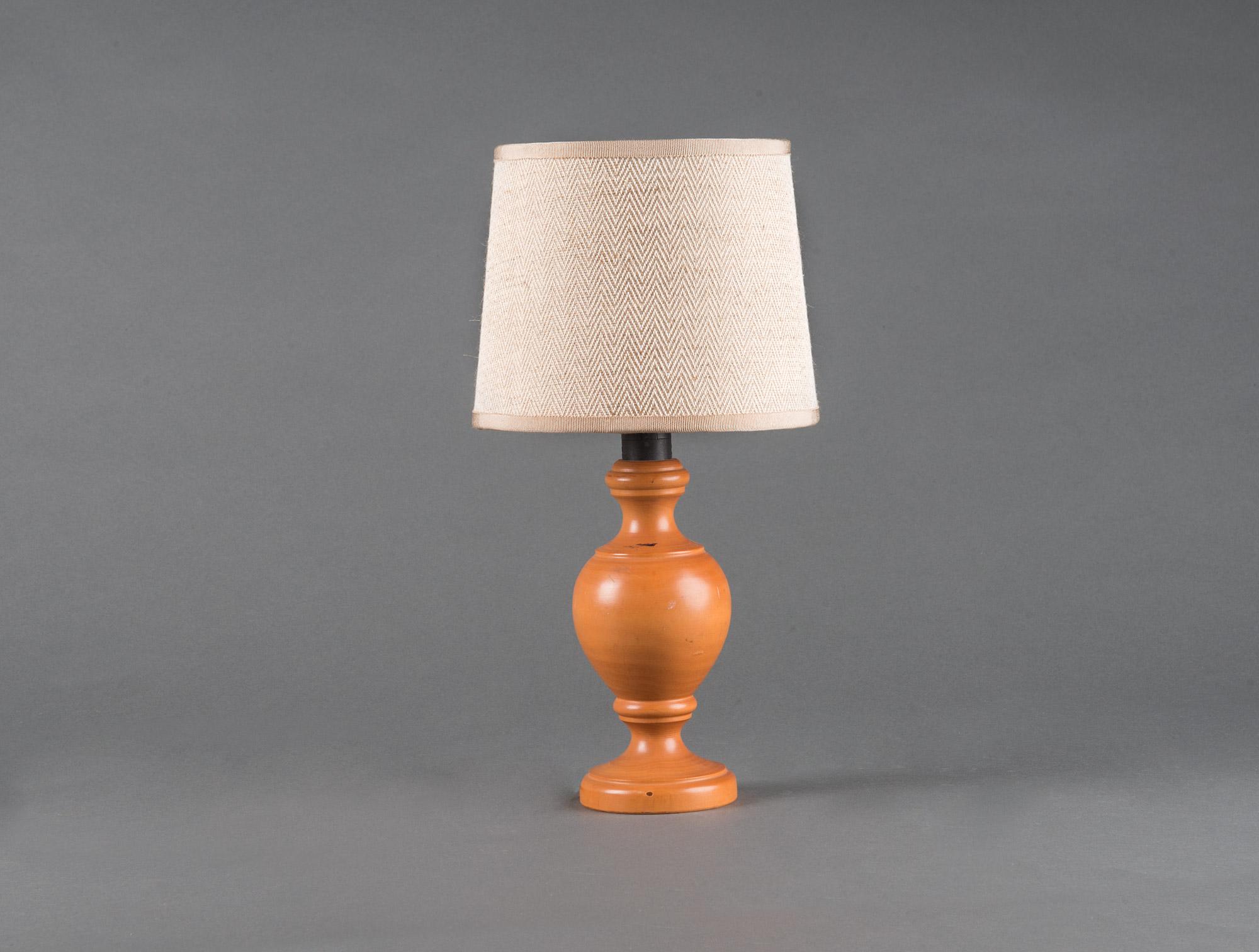 7 Lampes De Chevet En Bois Tourne Soubrier Louer Luminaires Lampe