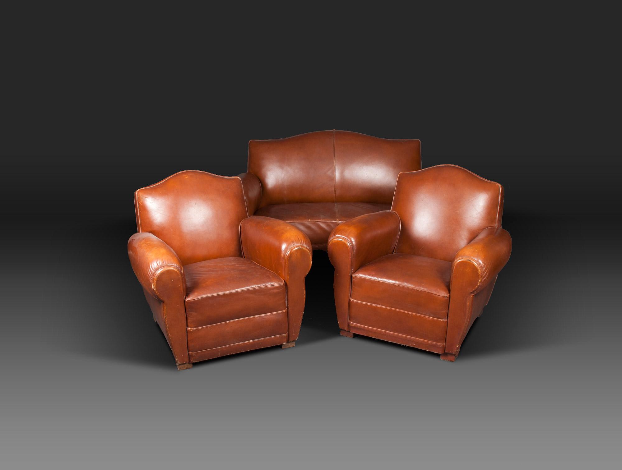 canap club en cuir fauve soubrier louer si ges canap ann es 1940. Black Bedroom Furniture Sets. Home Design Ideas