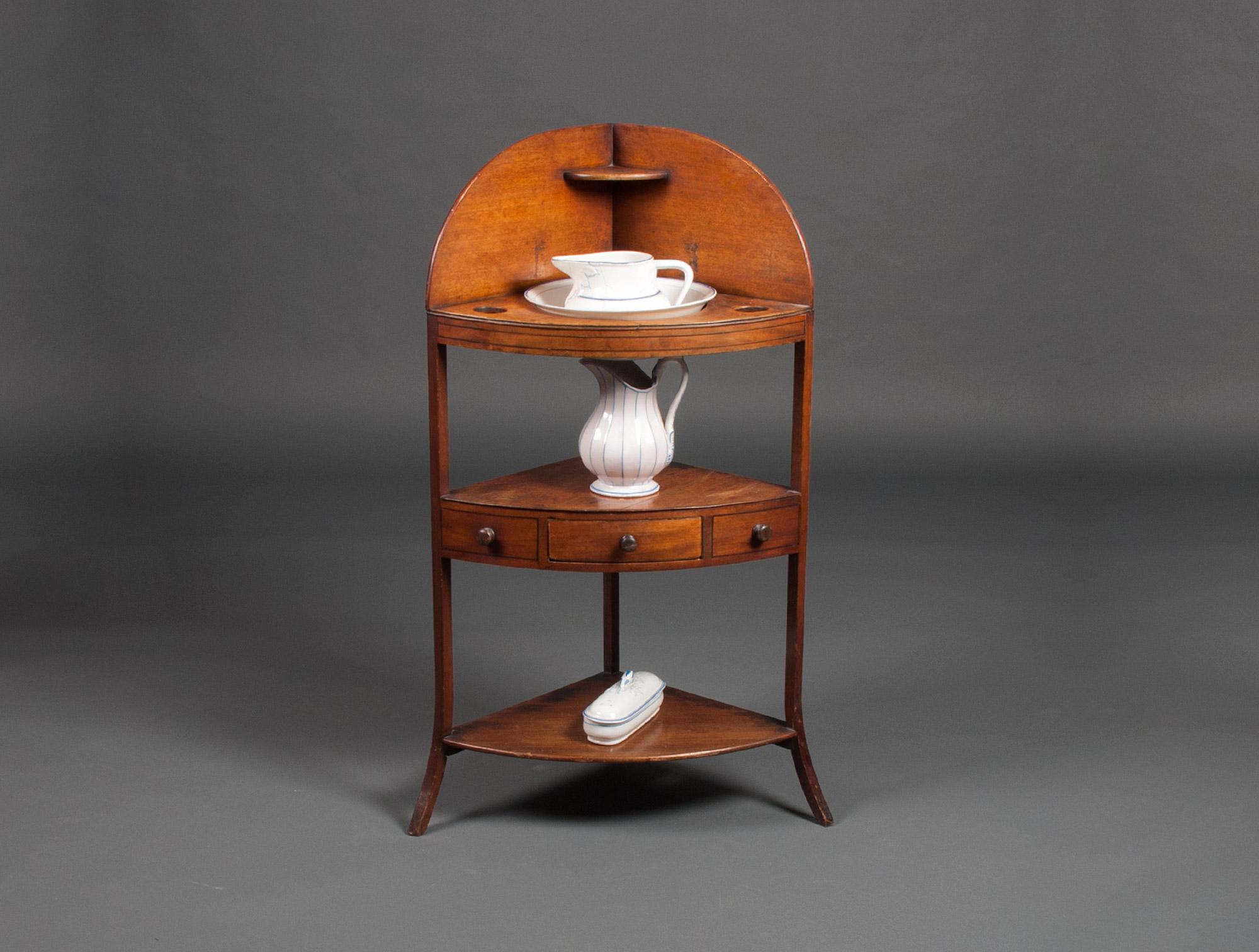 Meuble de toilette d 39 angle soubrier louer tables bureaux for Meuble dessus de toilette