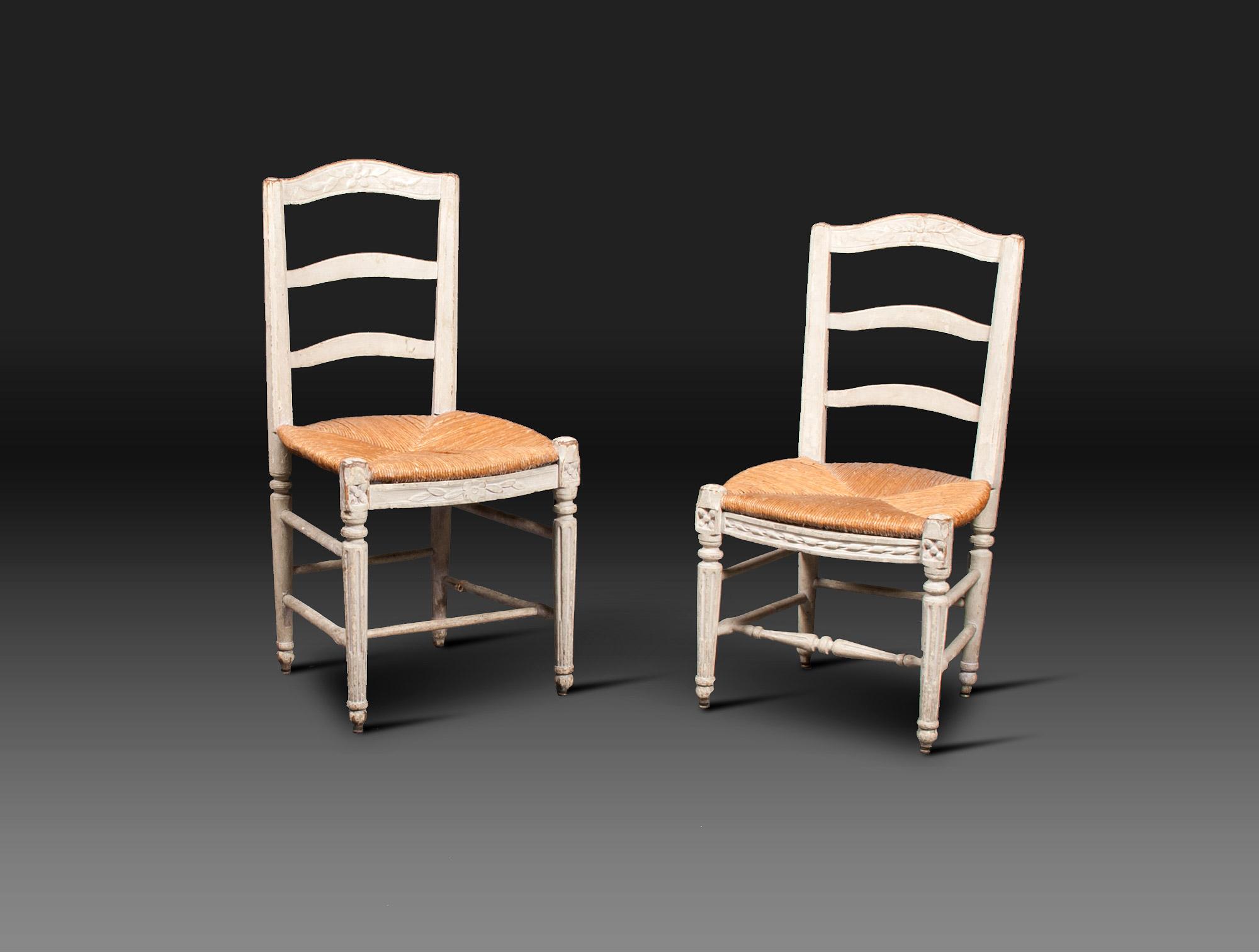 chaises rustiques laqu es blanc soubrier louer si ges chaise xviiie. Black Bedroom Furniture Sets. Home Design Ideas