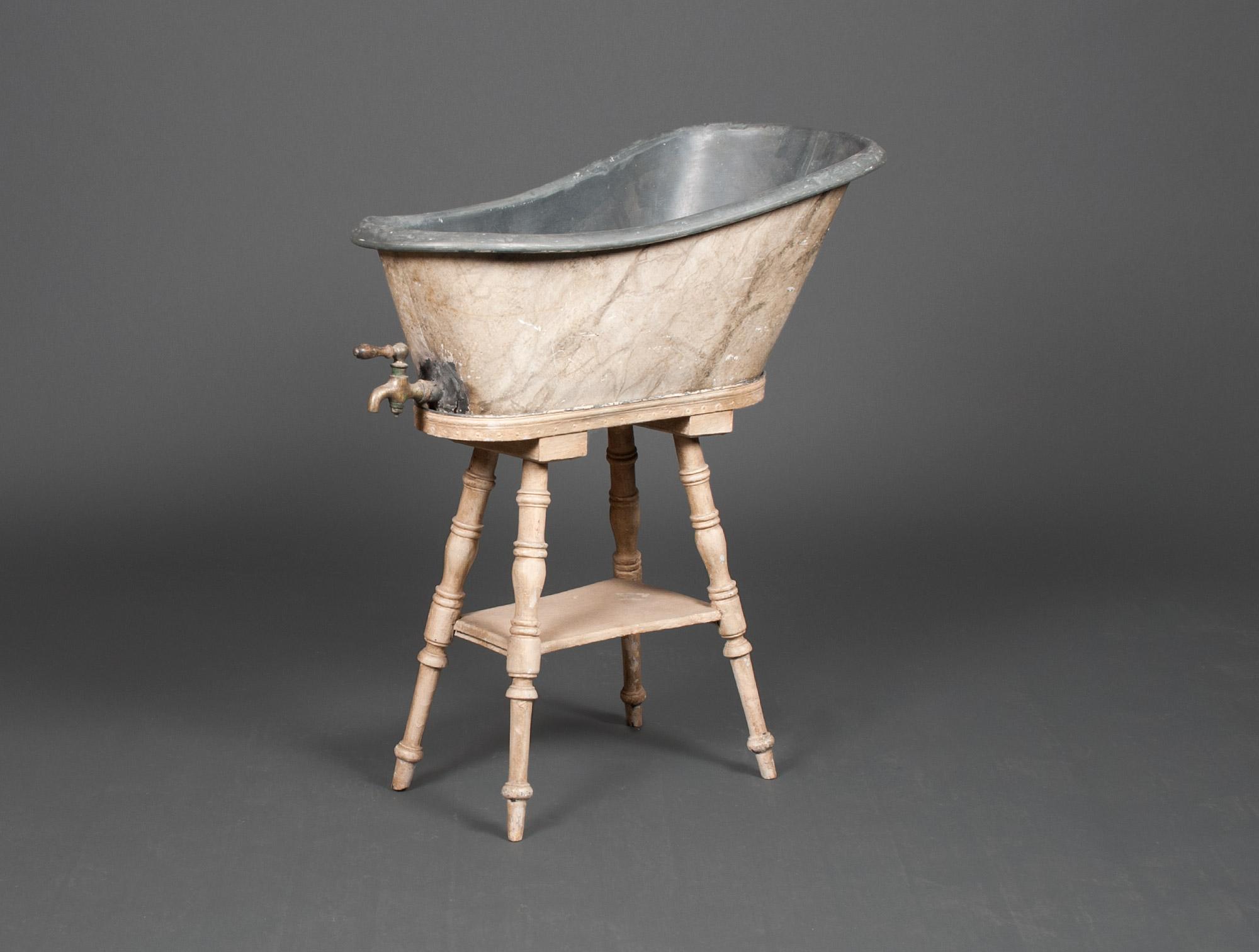 baignoire de b b en zinc soubrier louer accessoires acc de toilette xixe. Black Bedroom Furniture Sets. Home Design Ideas