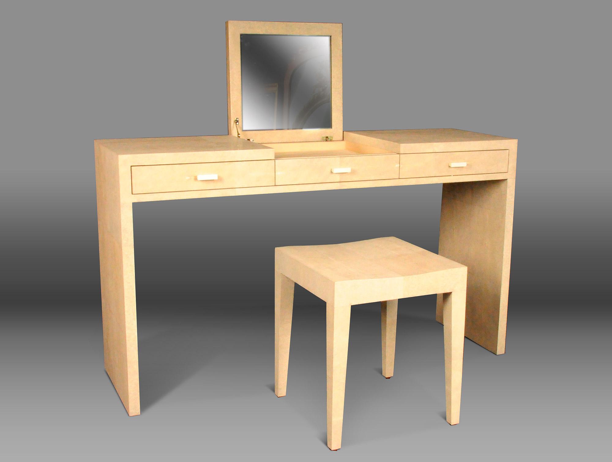 tabouret moderne galuchat soubrier louer si ges tabouret. Black Bedroom Furniture Sets. Home Design Ideas