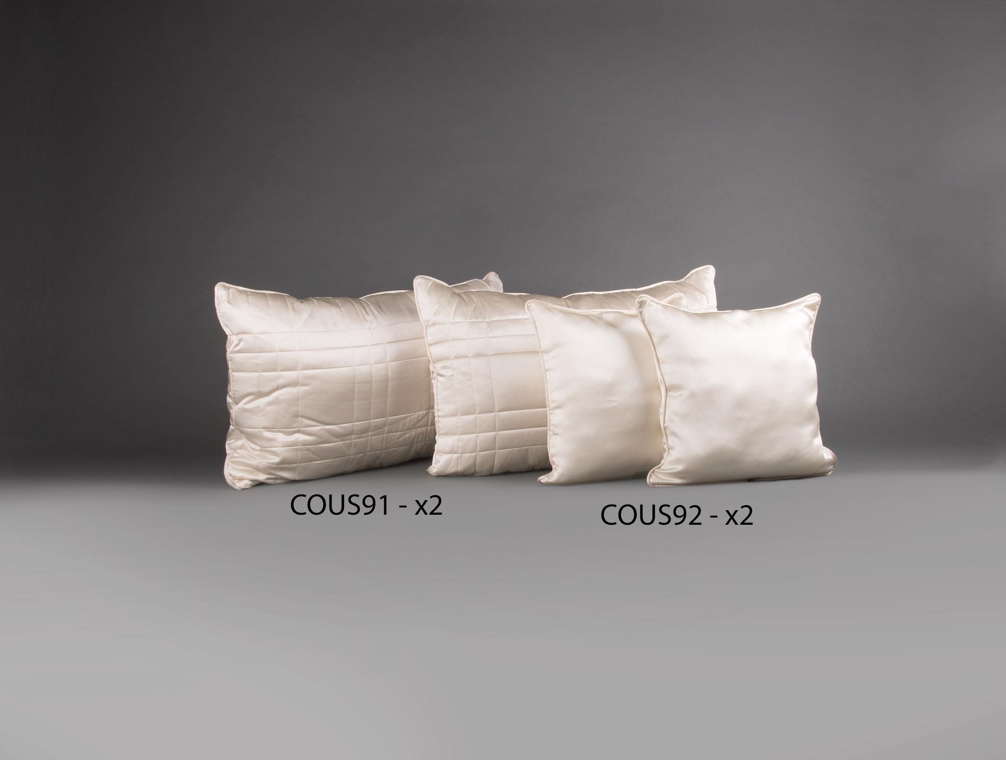 4 coussins en satin beige soubrier louer tissus coussin contemporain. Black Bedroom Furniture Sets. Home Design Ideas