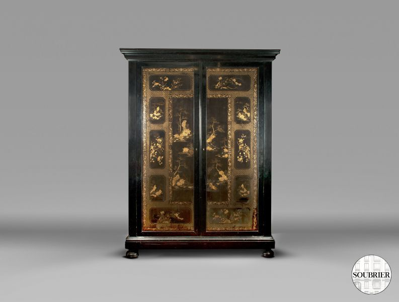 Cabinet in black lacquer