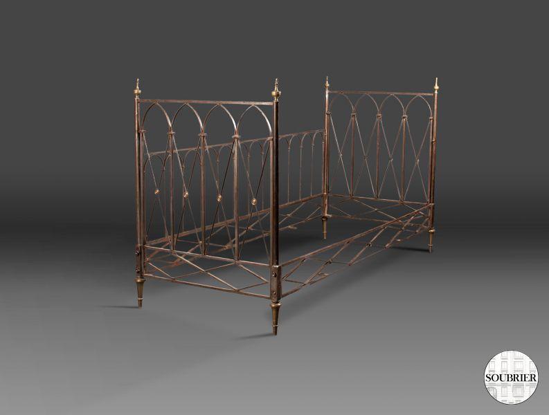 lit en acier directoire soubrier louer mobiliers lit xxe. Black Bedroom Furniture Sets. Home Design Ideas