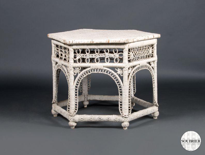 table basse hexagonale en osier soubrier louer tables. Black Bedroom Furniture Sets. Home Design Ideas