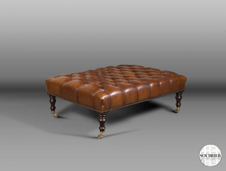 Tabouret Chesterfield en cuir marron