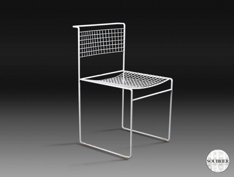 6 chaises modernes blanches soubrier louer si ges chaise for Chaises blanches modernes