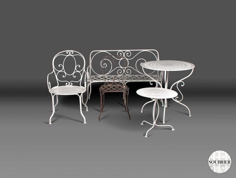 gu ridon de jardin soubrier louer mobiliers meuble de jardin xxe. Black Bedroom Furniture Sets. Home Design Ideas