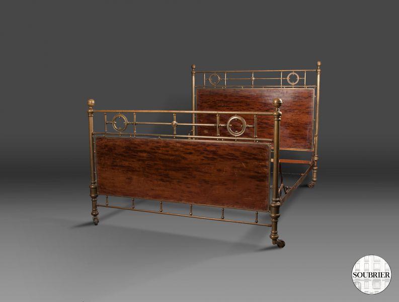lit en cuivre soubrier louer mobiliers lit xxe. Black Bedroom Furniture Sets. Home Design Ideas