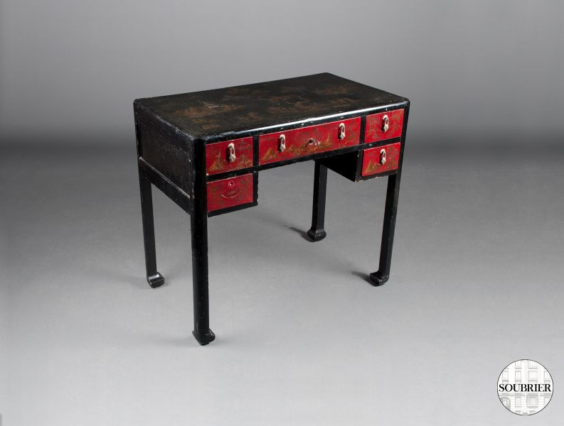 Small lacquered desk