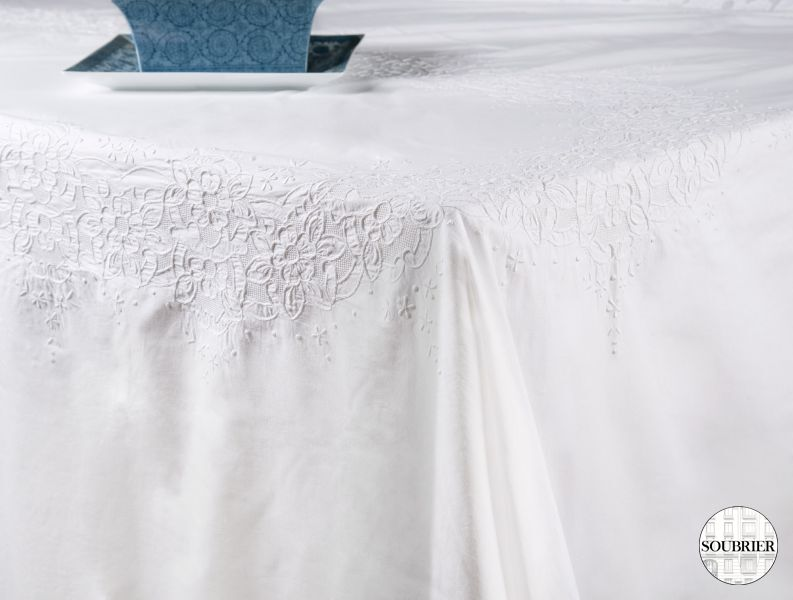 Oval embroidered cotton tablecloth