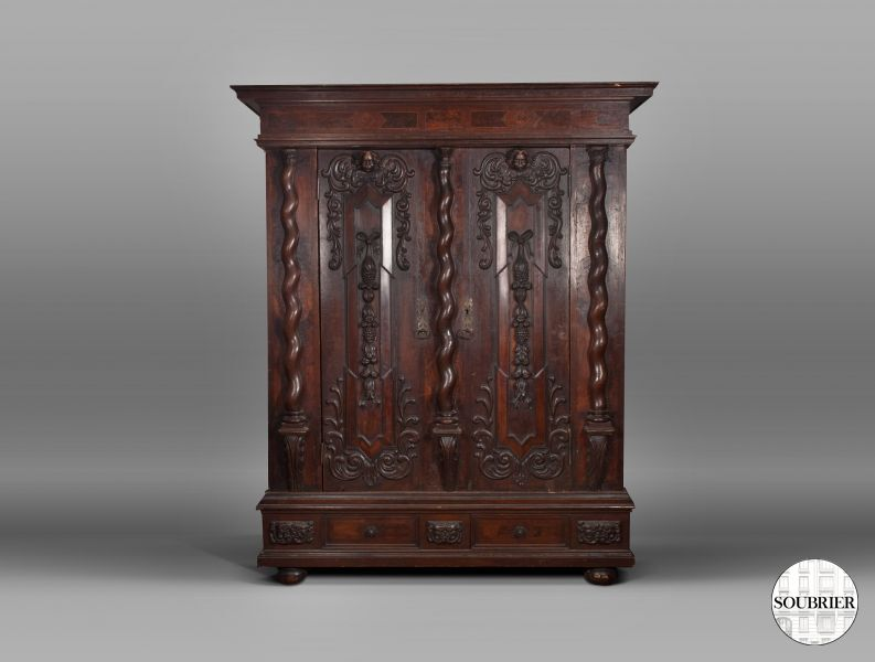 Cabinet with twisted columns